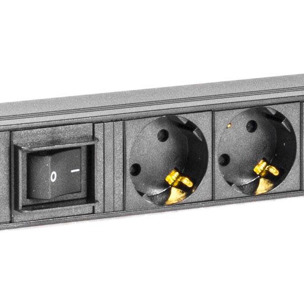 Deltaco GT-8513 Virtapaneeli 15xCEE 7/4 pistoketta, 1xCEE 7/7 liitin
